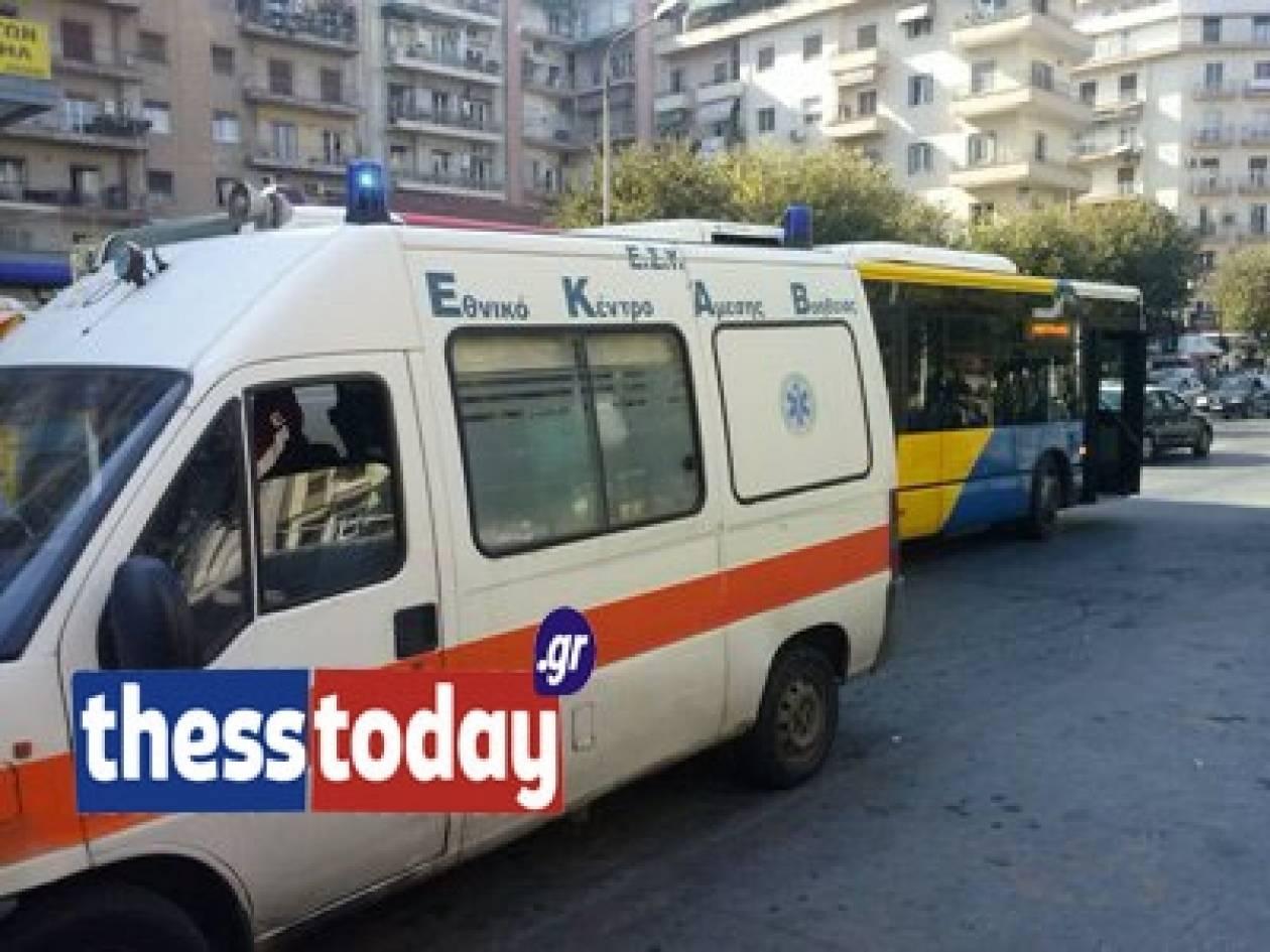 Βίντεο: Καλοντυμένη γυναίκα έκλεψε ηλικιωμένο στο λεωφορείο