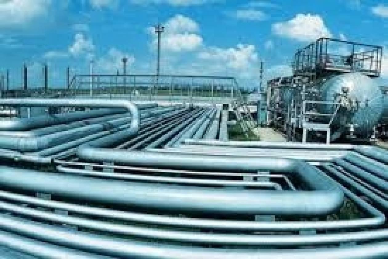 Σε κλιμακωτή μείωση του φόρου στο φυσικό αέριο προχωρά η κυβέρνηση