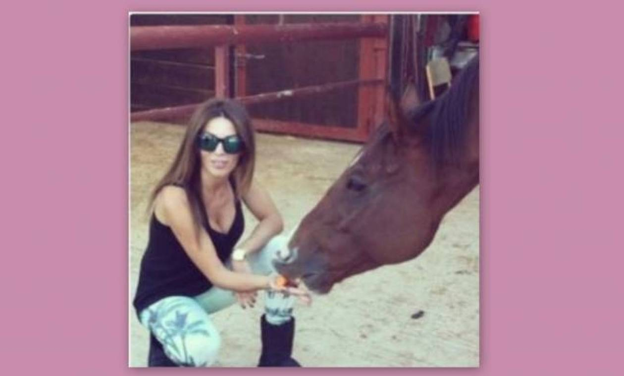 Κέλλυ Κελλεκίδου: Το κορίτσι και το άλογο!