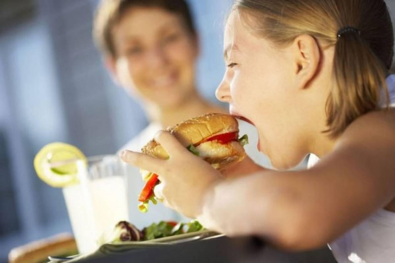 7 + 1 συμβουλές σε εφήβους για όταν τρώνε εκτός σπιτιού