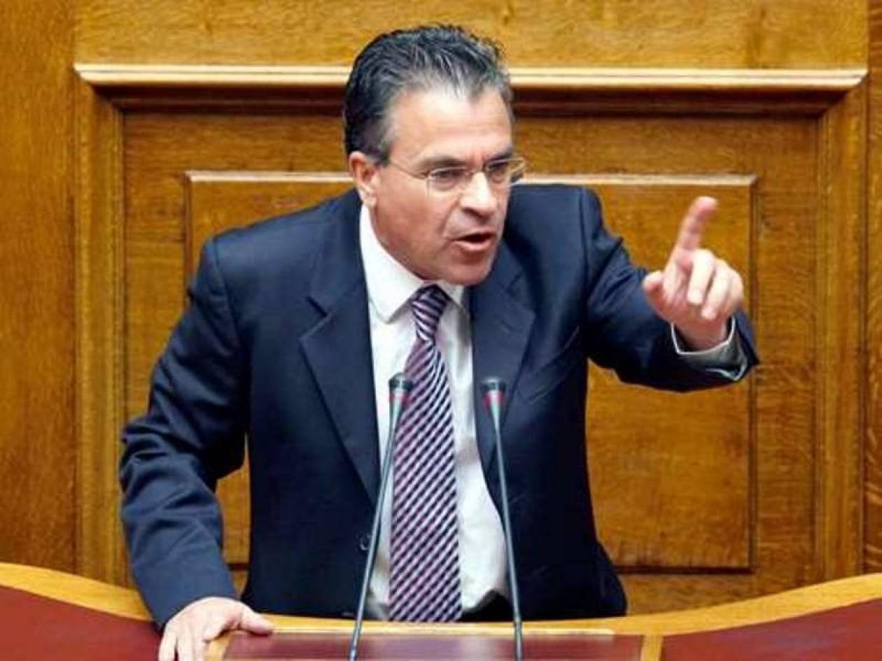 Ντινόπουλος: Να είναι πιο προσεχτικοί στο υπουργείο Οικονομικών