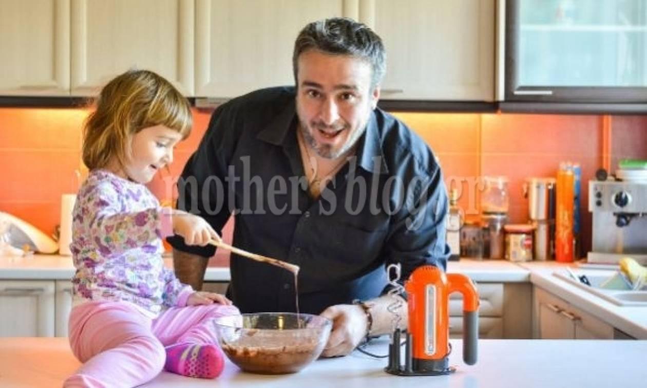Ο Γιώργος Γεράρδος φτιάχνει σούπερ σοκολατένιο brownie με την κόρη του
