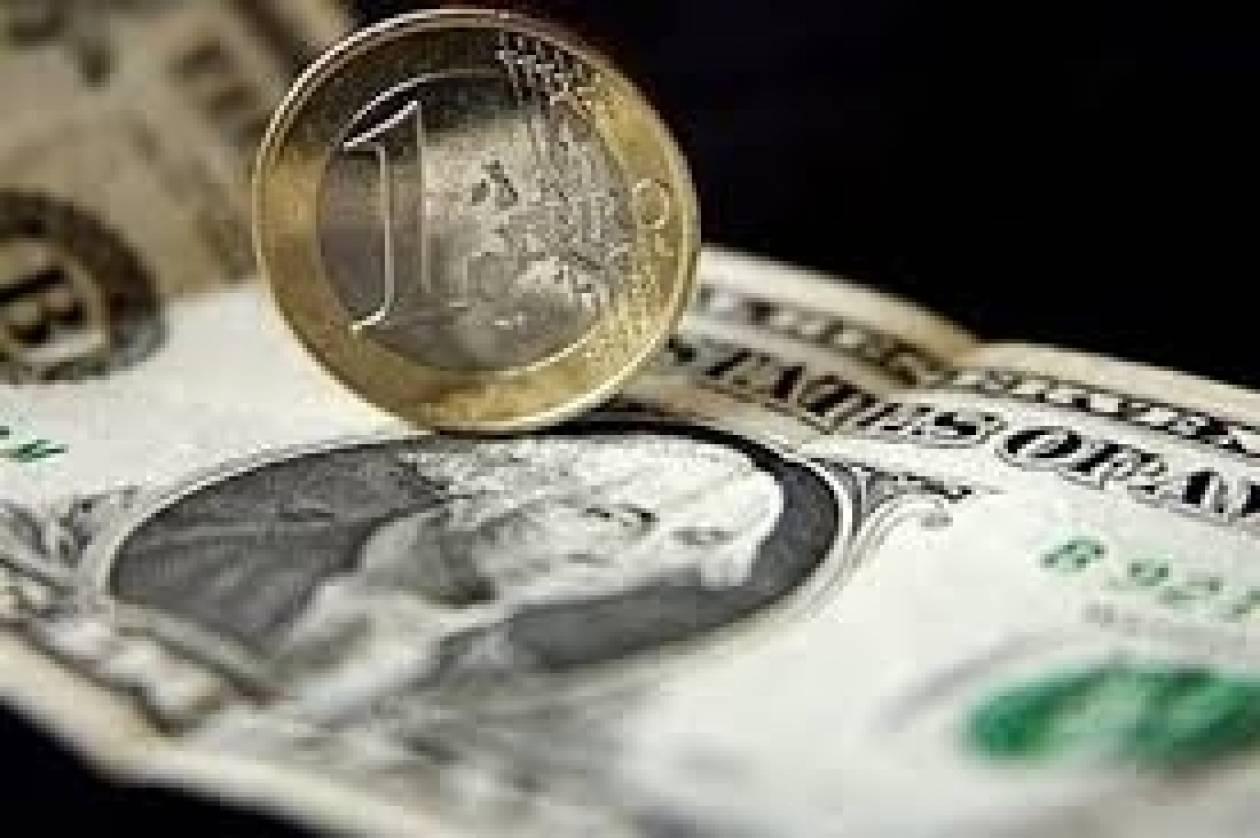 Σε υψηλό δύο ετών σκαρφαλώνει το ευρώ