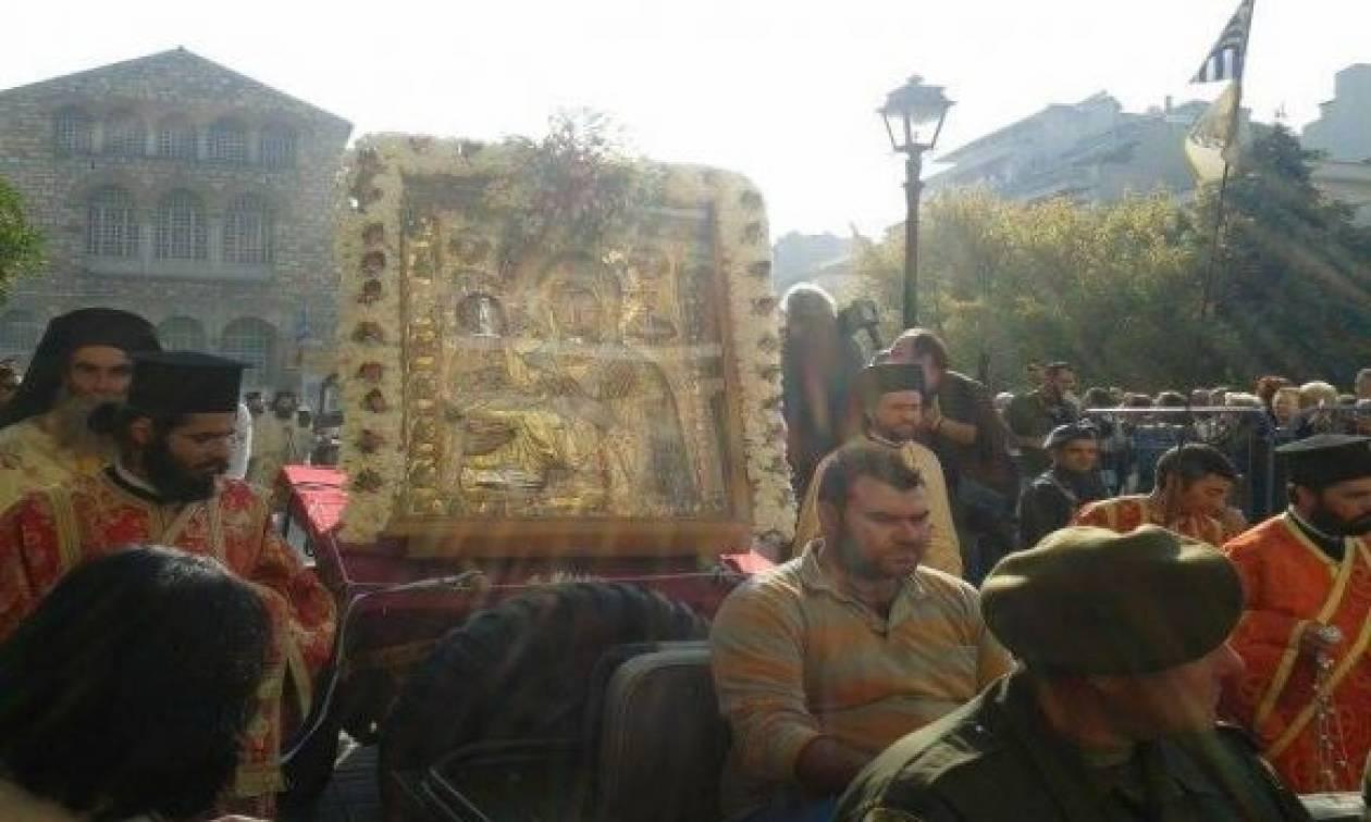 Σε κατανυκτικό κλίμα η λιτάνευση των λειψάνων του Αγίου Δημητρίου