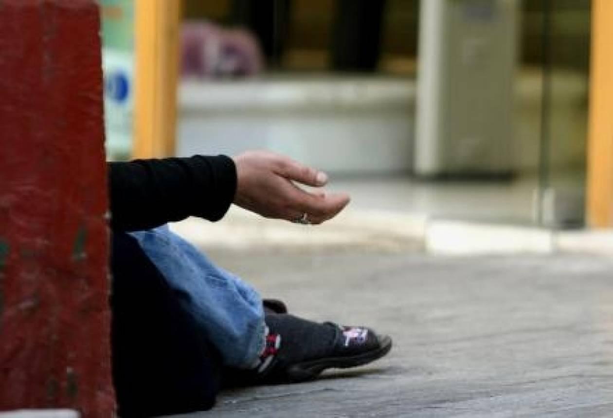 «Έβγαλαν» 100 ευρώ κάνοντας τους κωφούς στο Κολωνάκι