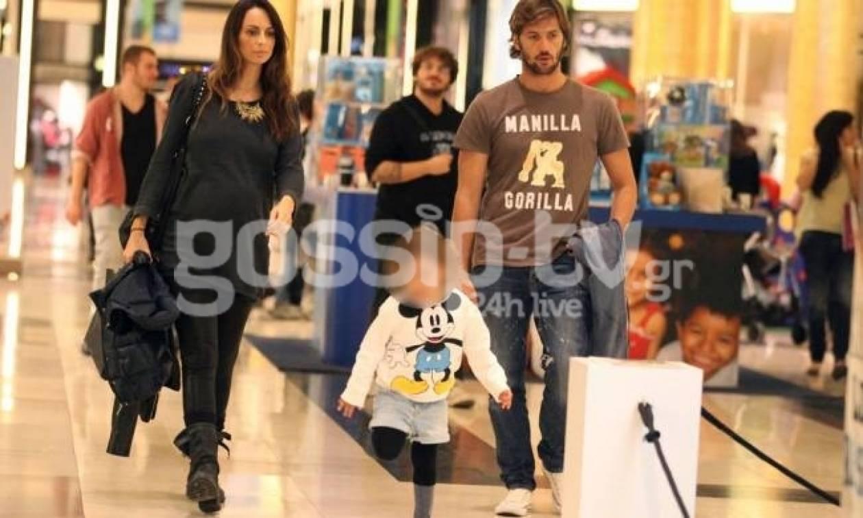 Η Μπέτυ Μαγγίρα μπήκε στο μήνα της και βγήκε οικογενειακά για ψώνια