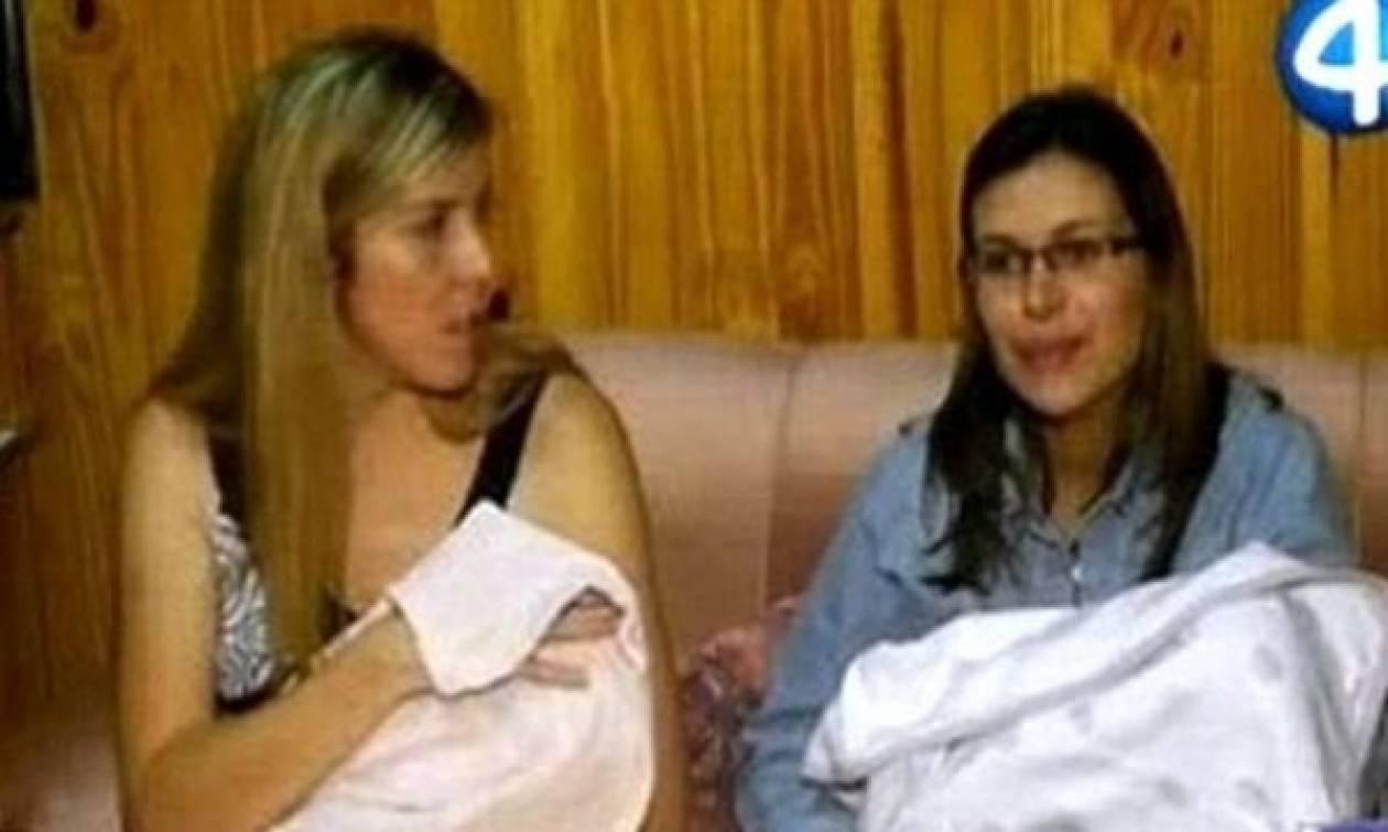 Δώσανε λάθος μωρά και οι μαμάδες τους το κατάλαβαν σε τυχαία συνάντηση