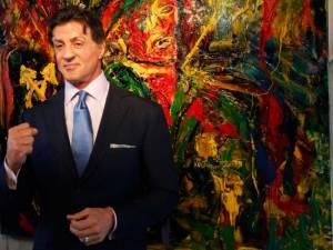 Ο Σταλόνε παρουσιάζει τα έργα... ζωγραφικής του στην Αγία Πετρούπολη!