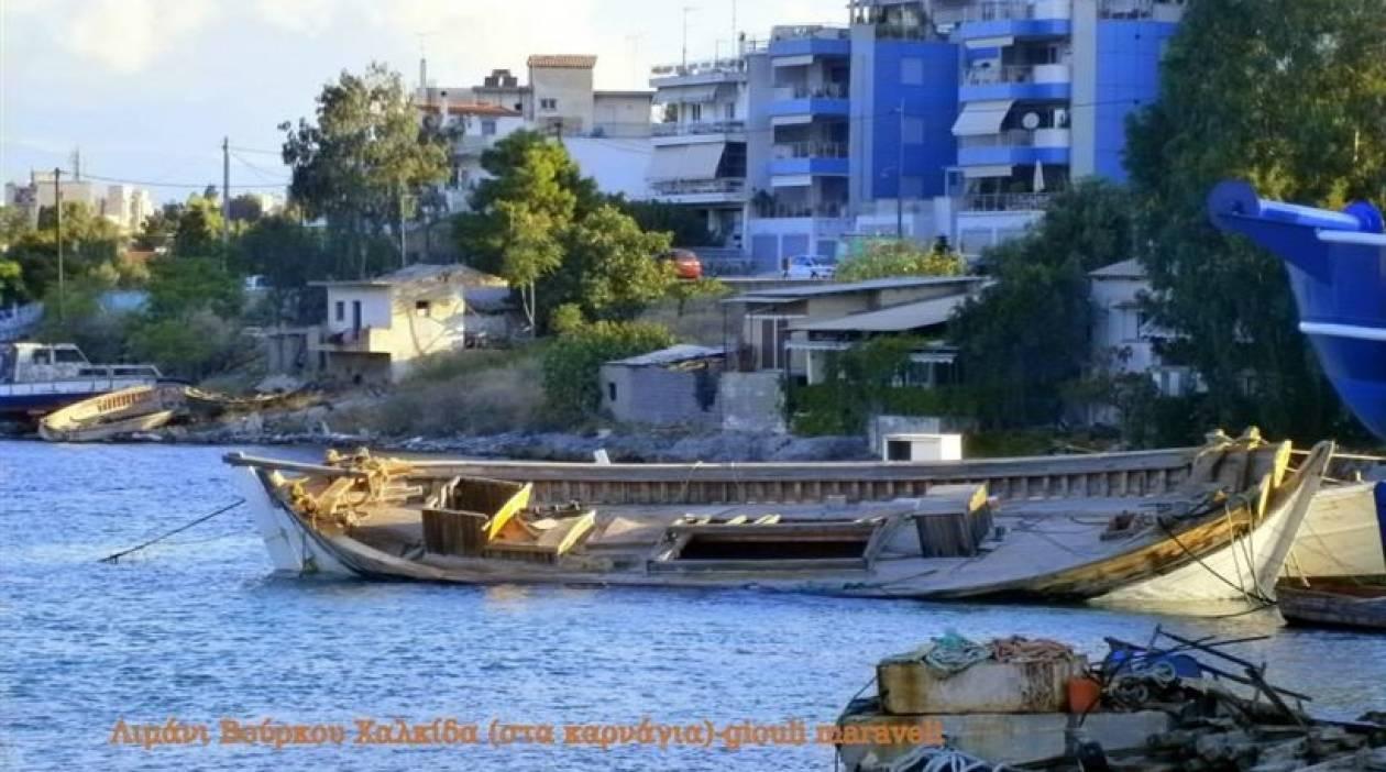 Χαλκίδα: Κατέστρεψαν με τσεκούρια καράβι για να πάρουν τα ξύλα!