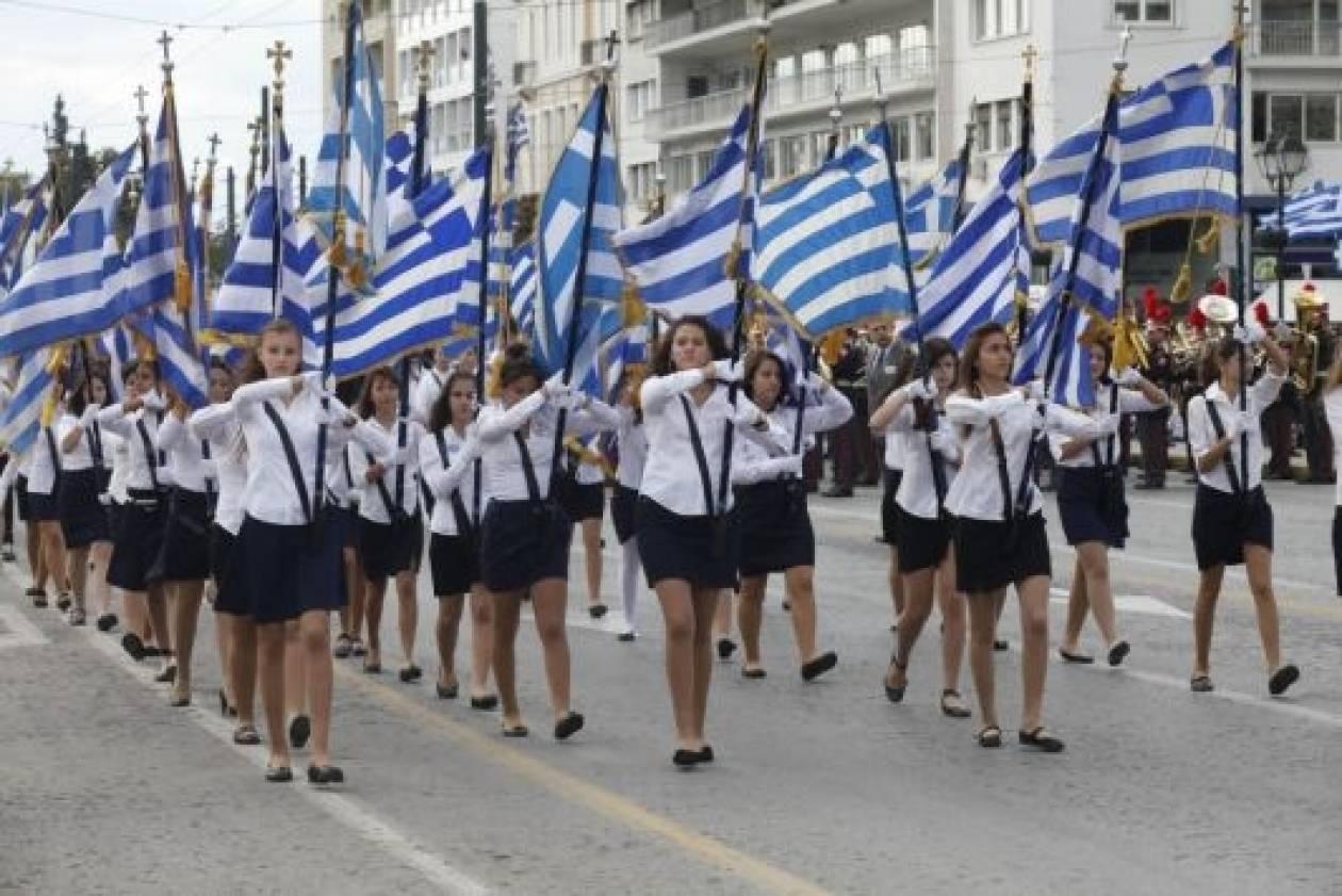 Καστελόριζο: Μαθητική παρέλαση με μαύρες σημαίες