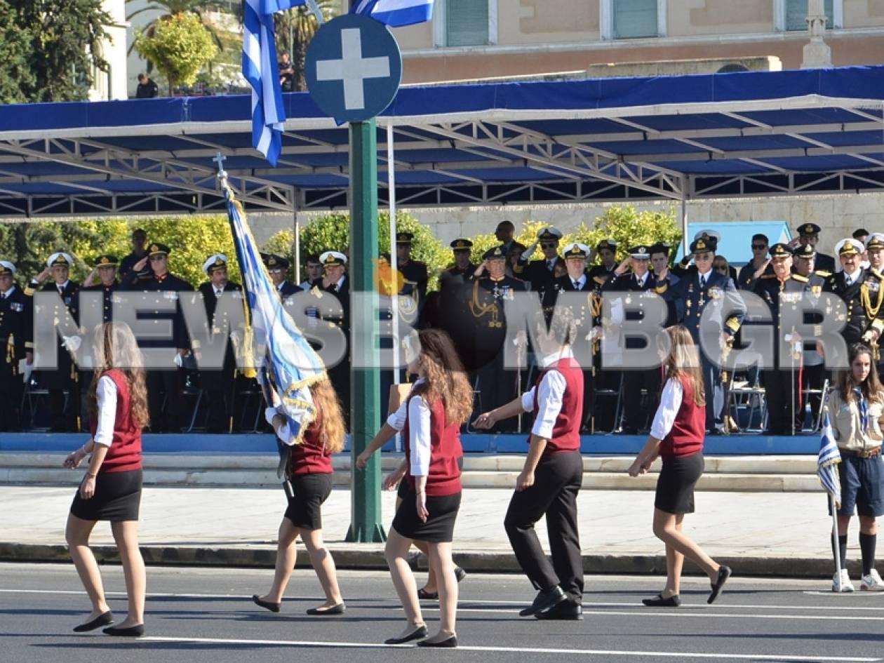 Ολοκληρώθηκε η μαθητική παρέλαση στην Αθήνα (pics+vid)