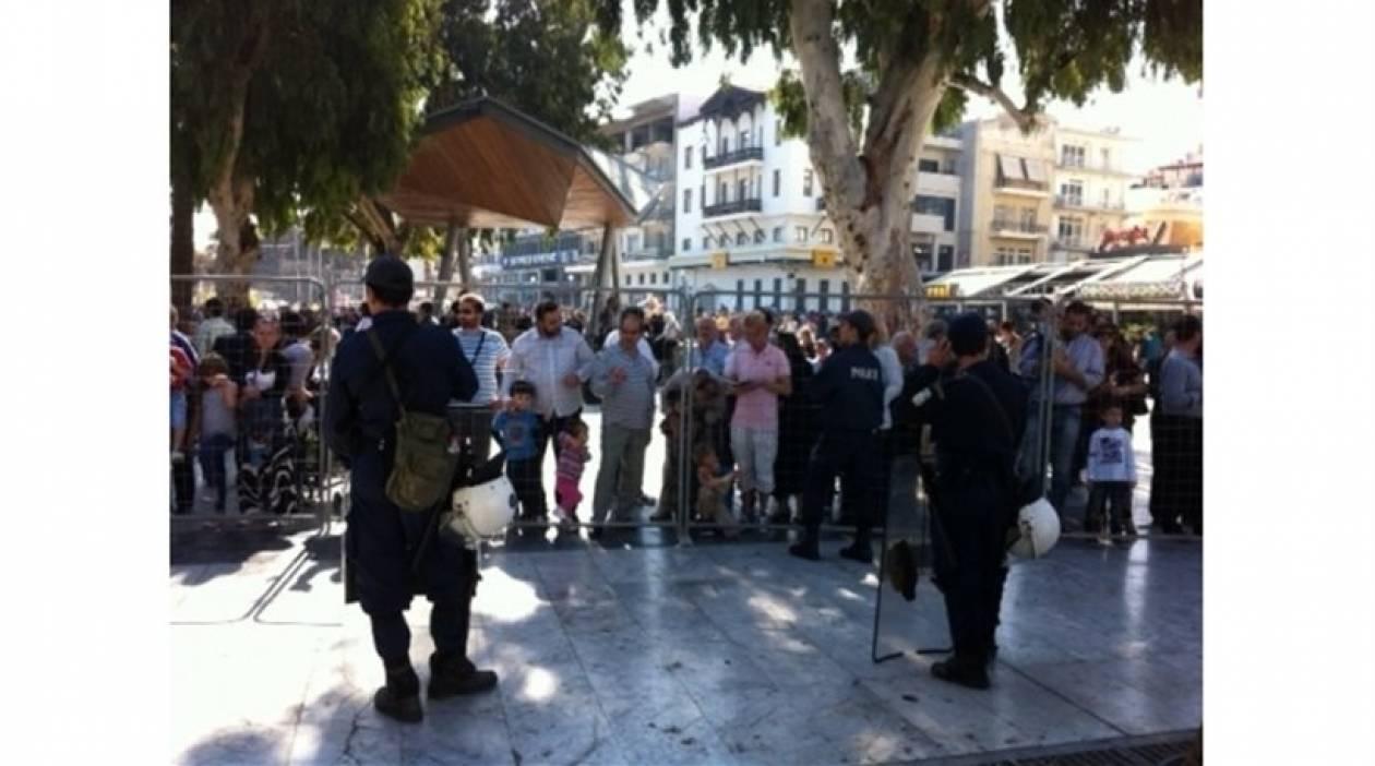 Ηράκλειο: Πέταξαν καφέδες προς τους επισήμους
