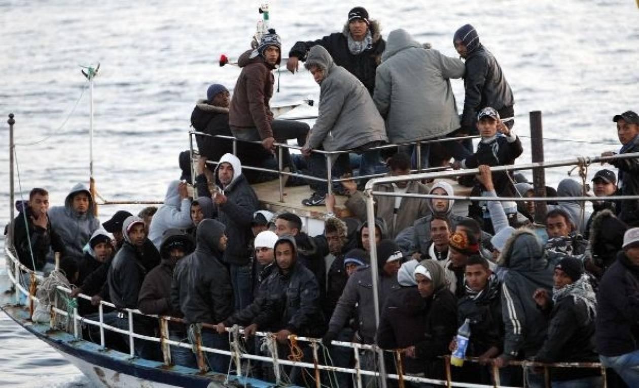 Αλιευτικό σκάφος με λαθρομετανάστες πλέει ανοιχτά της Πύλου
