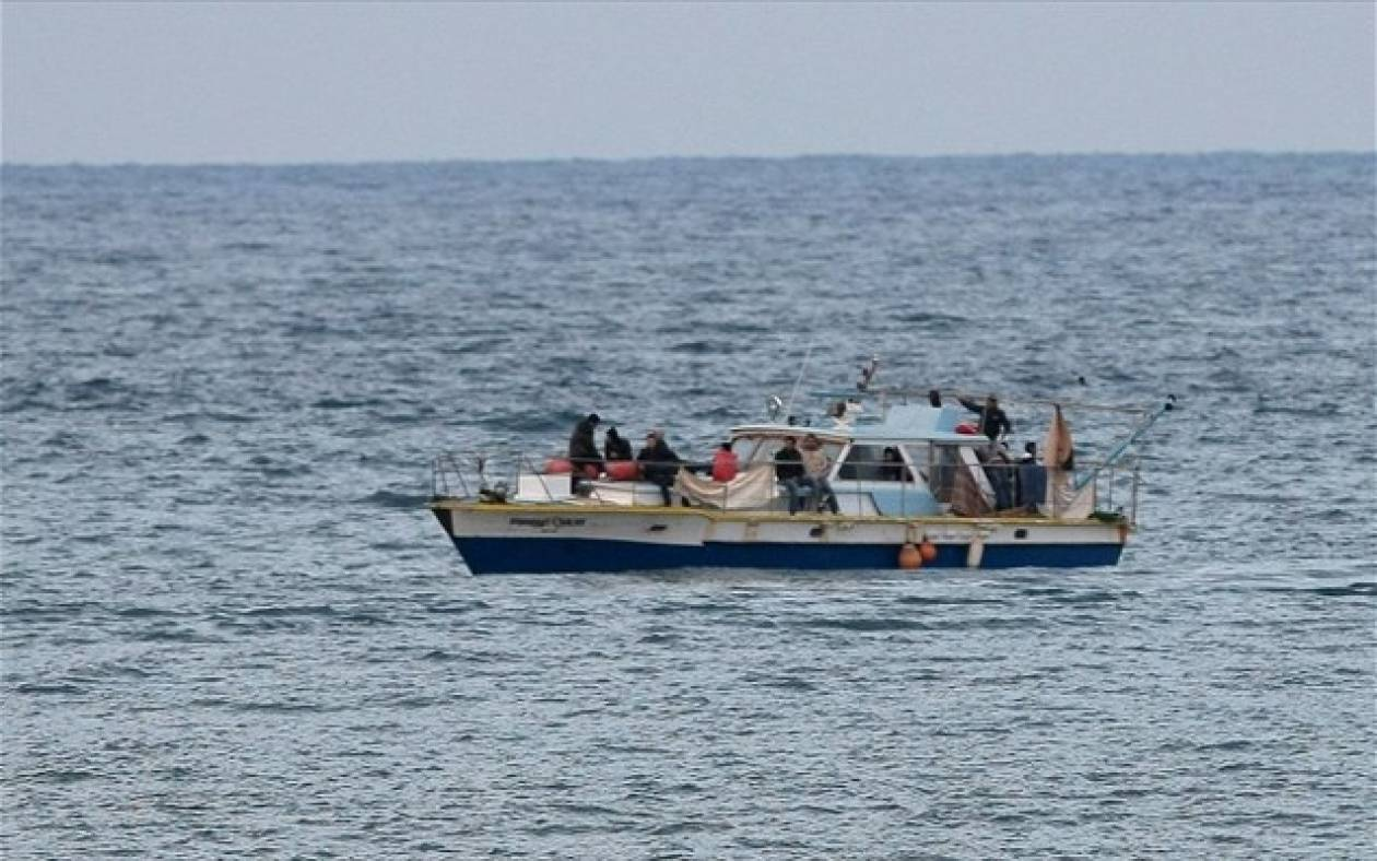 Σε ιταλικά χωρικά ύδατα το αλιευτικό με τους παράνομους μετανάστες