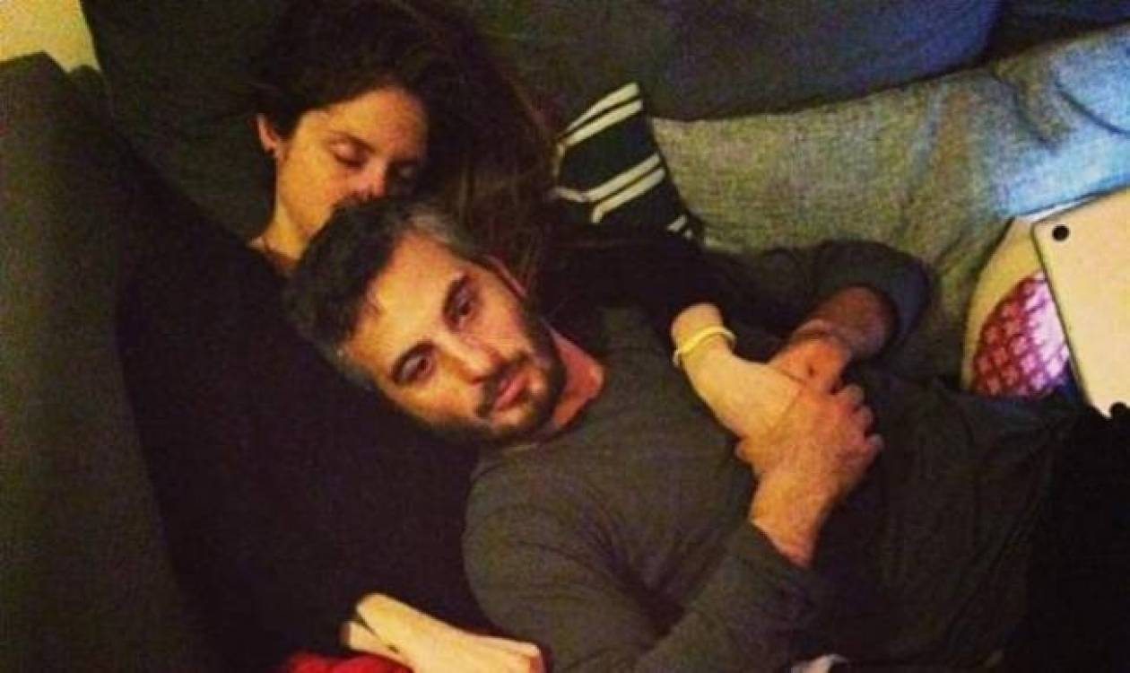 Καρβέλα-Πανουργιάς: Εξαντλημένοι από τα ξενύχτια με τον γιο τους!
