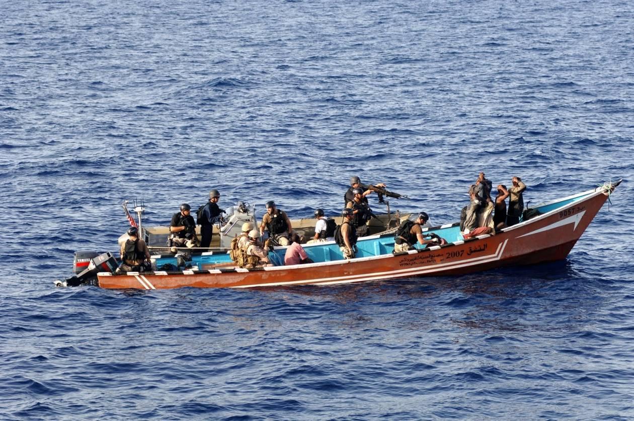 Δεν είναι φάρσα: Οι Σομαλοί πειρατές τρέχουν να σωθούν όταν ακούν...