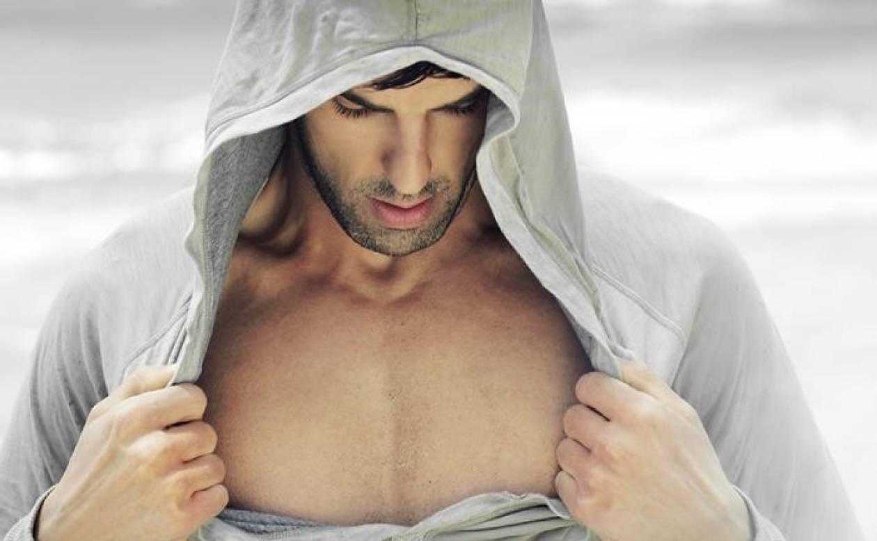 Οι γυναίκες βλέπουν το ανδρικό στήθος όπως οι άνδρες το γυναικείο