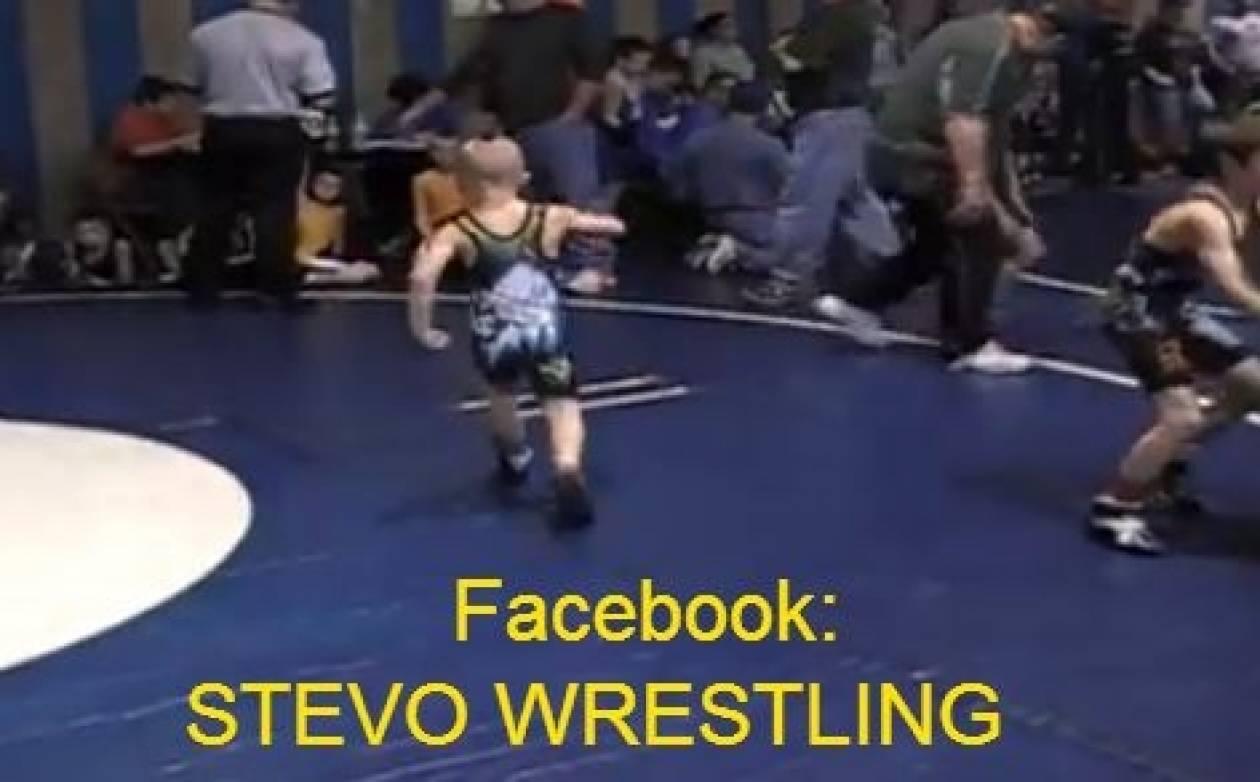 Ο πιο σκληροτράχηλος παλαιστής του wrestling είναι 8 χρονών! (vid)