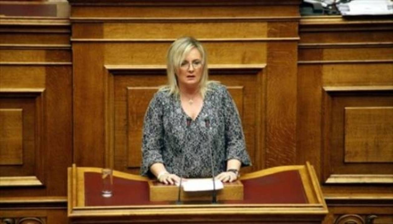 Με άρθρο της, βουλευτής των ΑΝ.ΕΛ. ζητά τον ξεσηκωμό των Ελλήνων