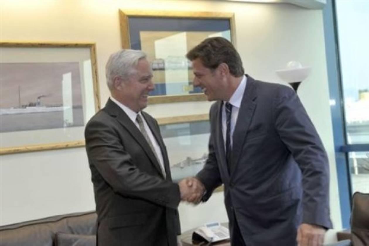 Συνάντηση Βαρβιτσιώτη με τον Αμερικανό Πρέσβη