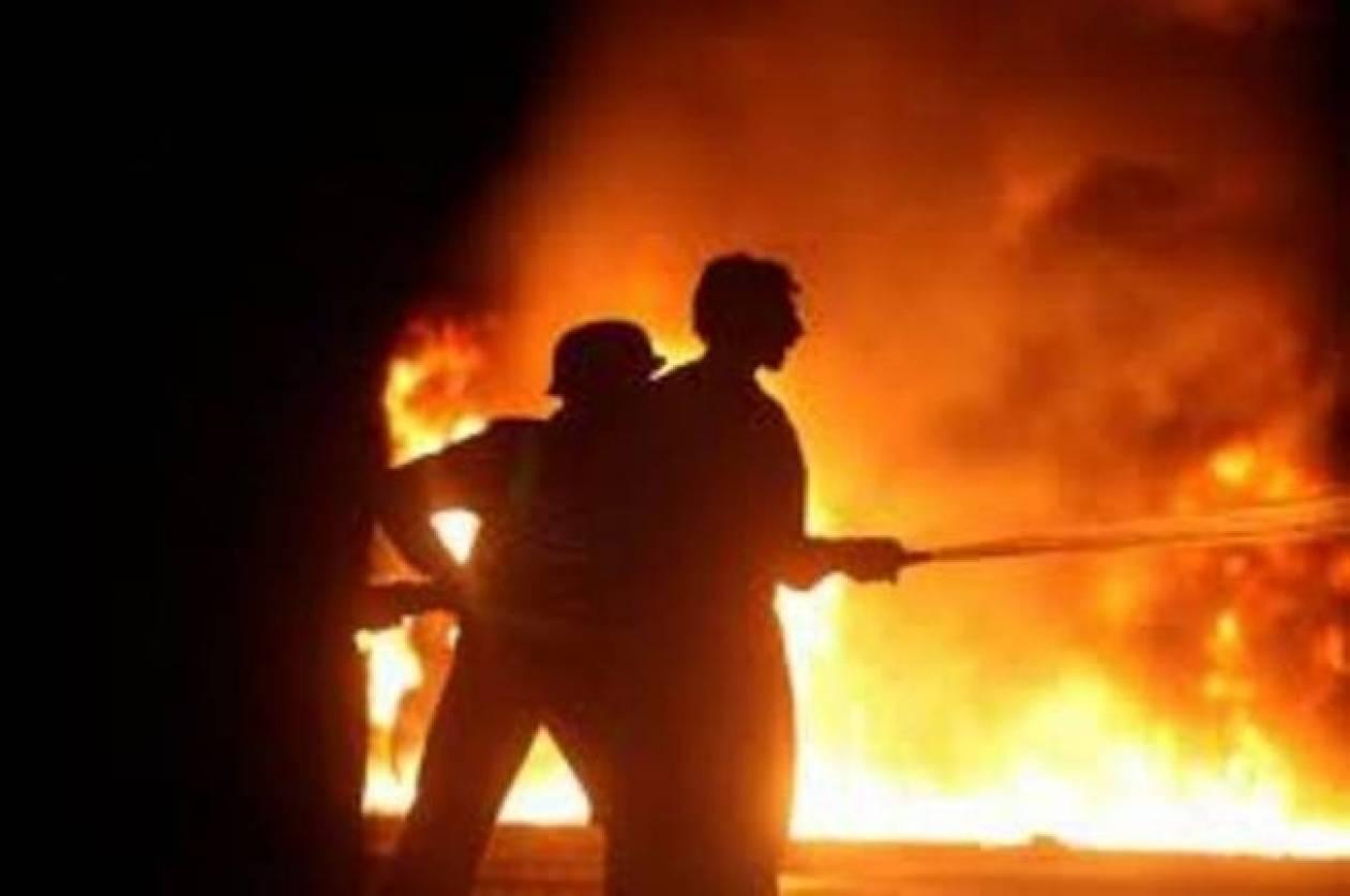 Ολονύκτια μάχη της Πυροσβεστικής έπειτα από φωτιά σε παλιό εργοστάσιο