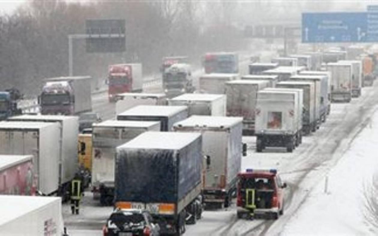 Διασώθηκαν εγκλωβισμένοι στα χιόνια σε αυτοκινητόδρομο στο Βελιγράδι