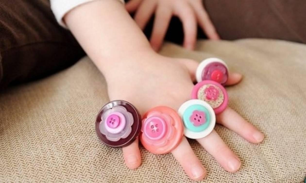 Ανακυκλώστε τα παλιά σας κουμπιά φτιάχνοντας δαχτυλίδια