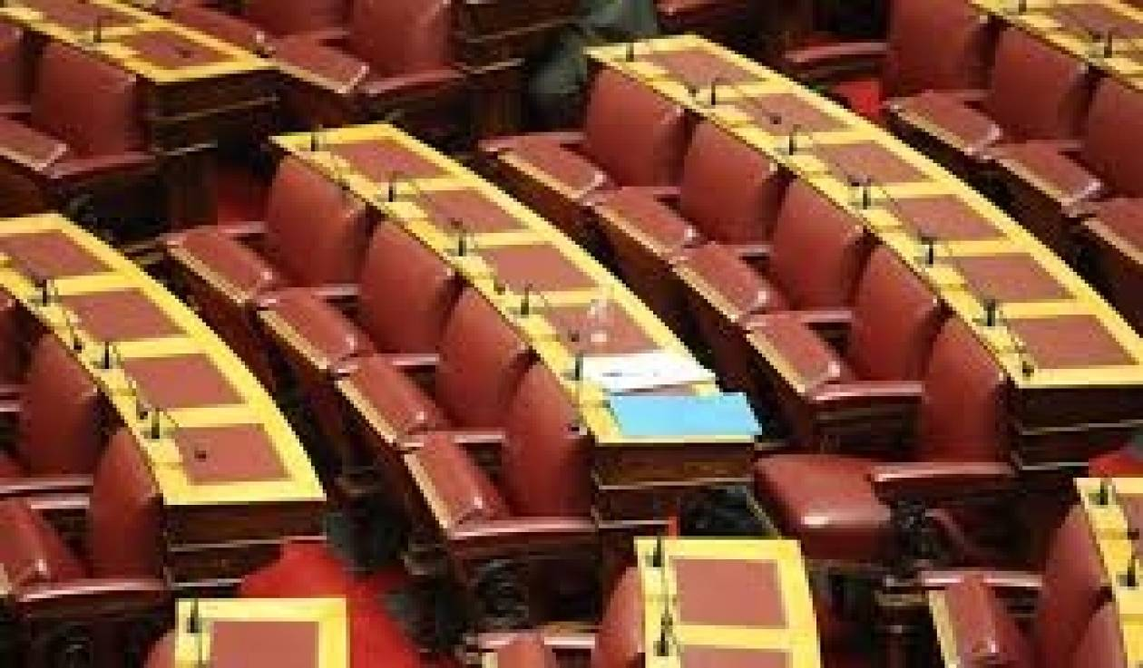 Mε άδεια έδρανα...πάλι η Βουλή!