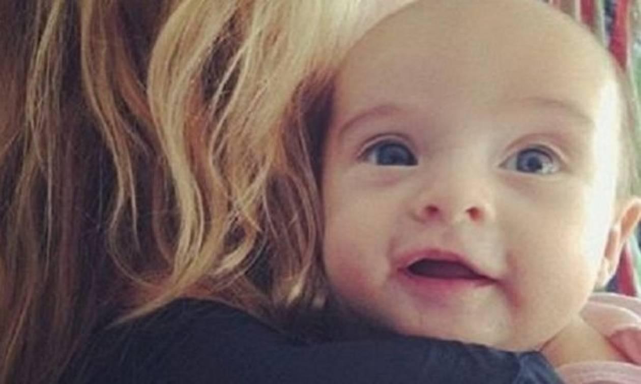 Η «πορσελάνινη κούκλα» του μόντελινγκ μας συστήνει την κορούλα της