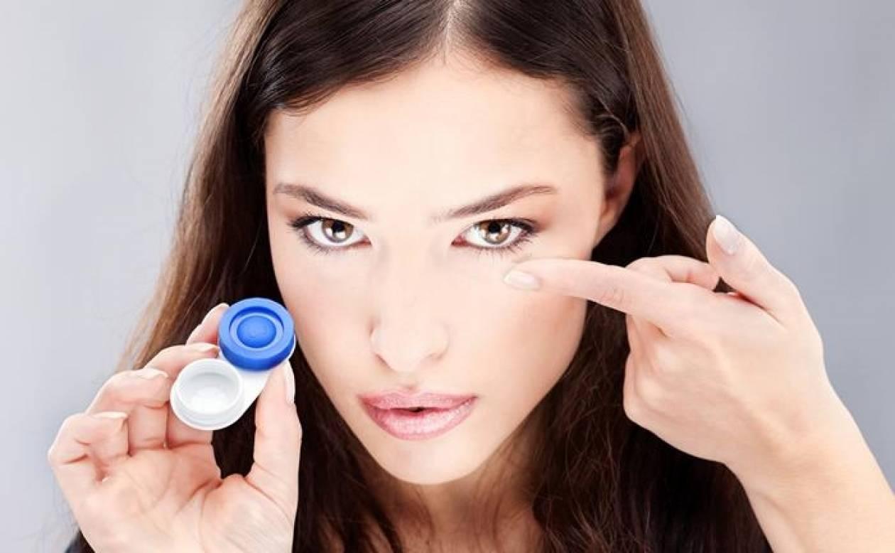 Οι 8 κίνδυνοι για τα μάτια από την πολύωρη χρήση φακών επαφής