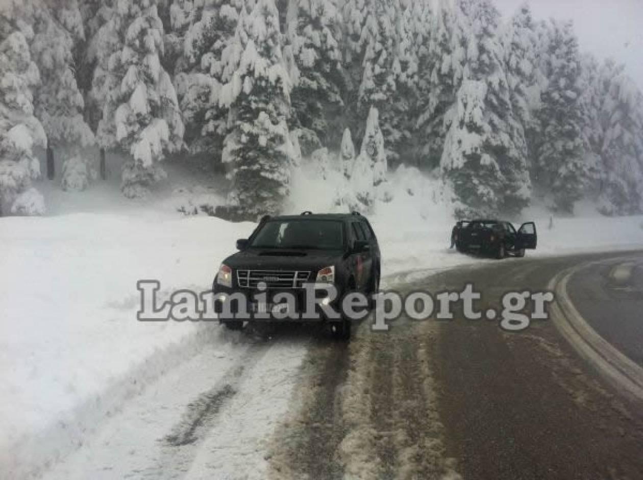 Με αλυσίδες για Καρπενήσι - Κλειστός ο δρόμος για το χιονοδρομικό