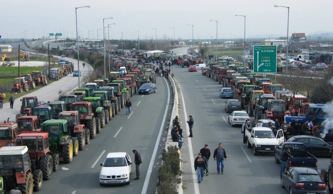 Εκατοντάδες τρακτέρ στον κόμβο της Νίκαιας