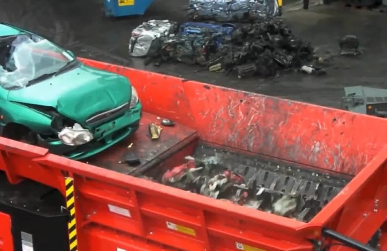 Όταν ένα όχημα γίνεται «βίδες» (βίντεο)