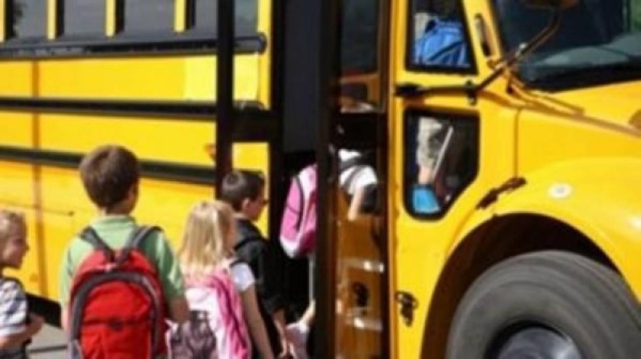 Οδηγός σχολικού κατέβασε 6χρονο από το λεωφορείο και έφυγε