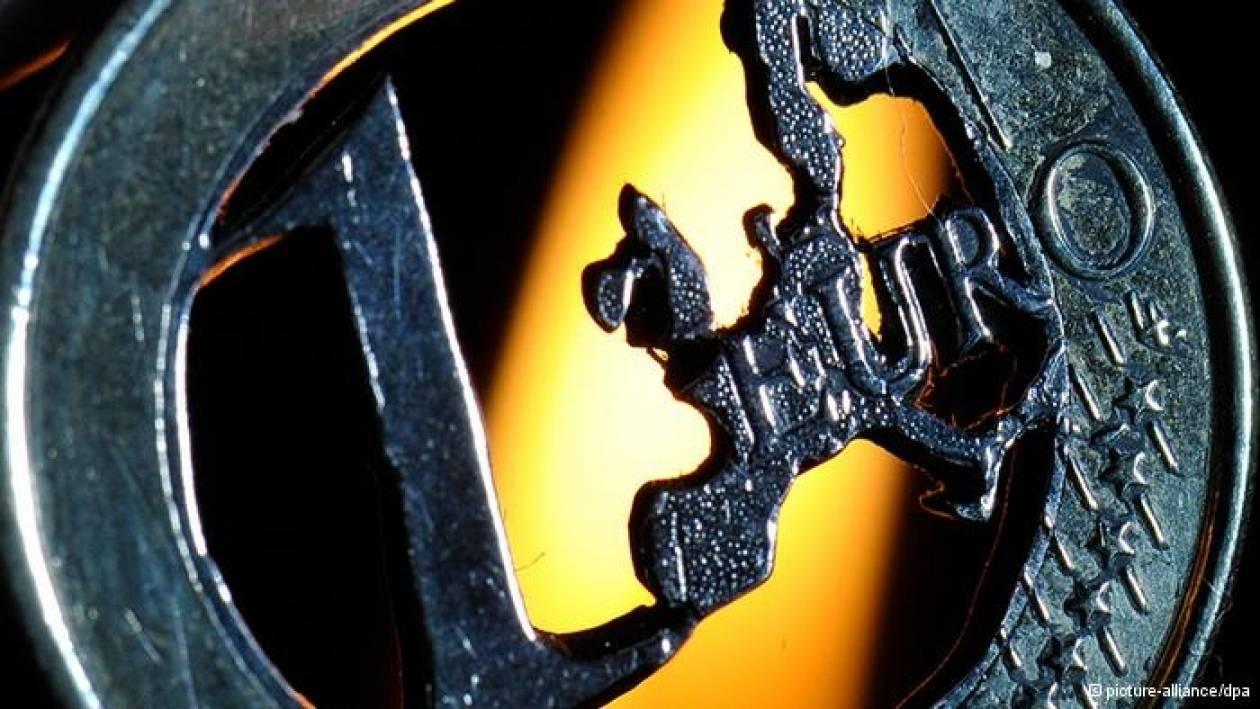 Die Welt: «Αγώνας εξουσίας για την πολιτική του ευρώ»