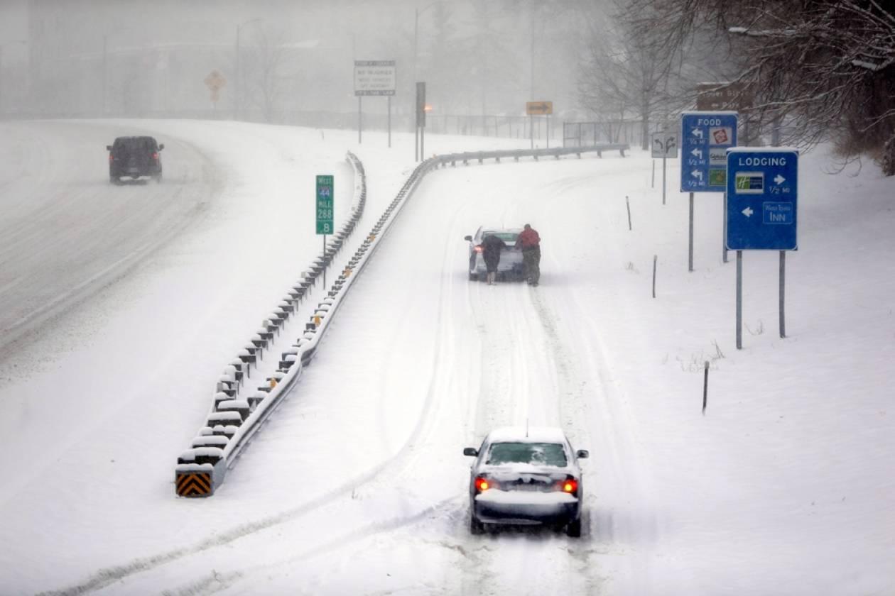 Χιονοθύελλα σαρώνει τις κεντρικές Ηνωμένες Πολιτείες