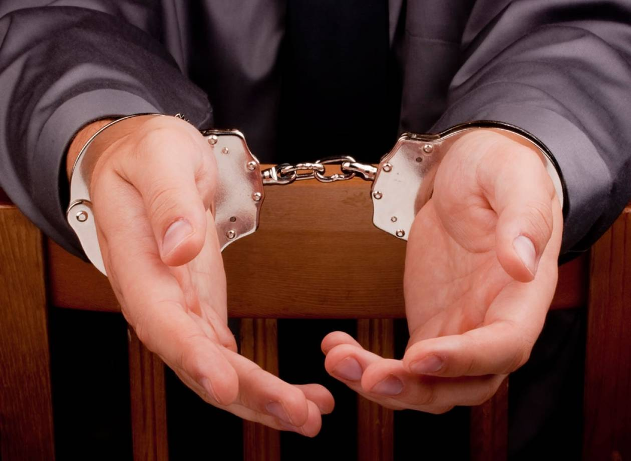 Χειροπέδες σε δικηγόρο για εκβιασμό ζευγαριού