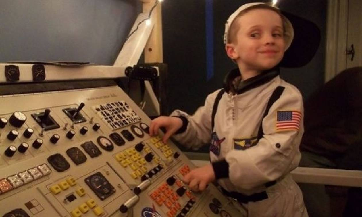 Μα τι υπέροχος μπαμπάς! Κατασκεύασε ένα ολόκληρο διαστημικό σταθμό!