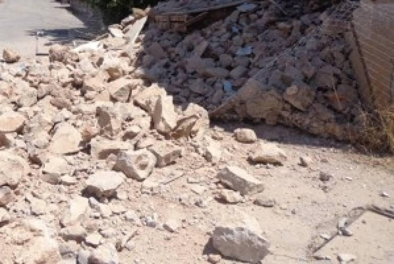 Ιστιαία: Κατέρρευσε κτίριο δίπλα σε γηροκομείο (pics)