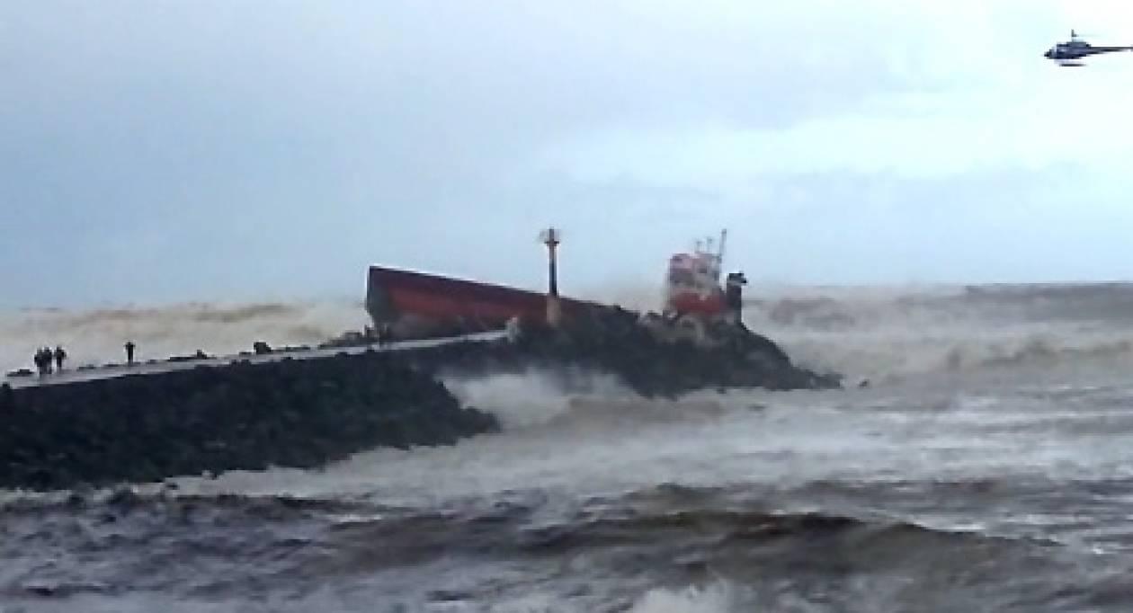 Η φωτογραφία που σοκάρει: Κόπηκε στα δύο φορτηγό πλοίο!