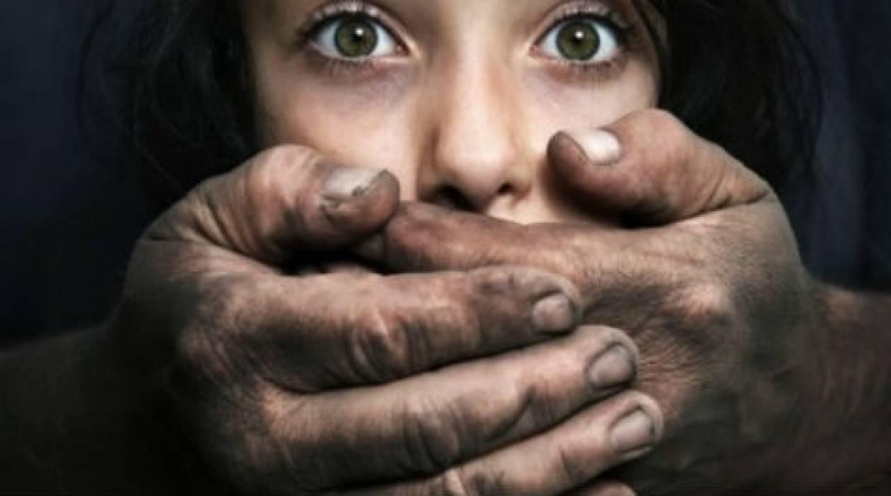 Πατέρας και γιοι βίαζαν επί 30 χρόνια γυναίκες