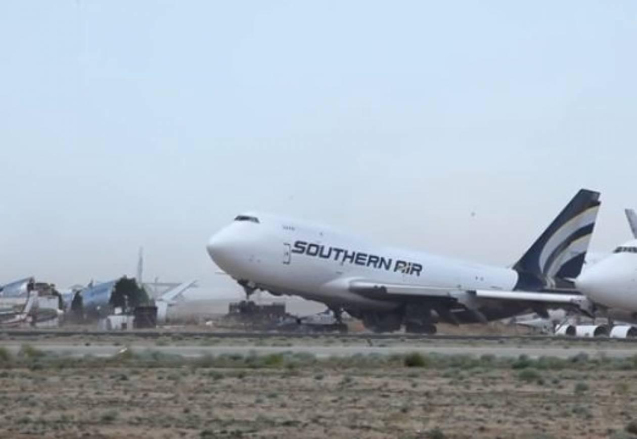 Ισχυρός άνεμος σήκωσε σταθμευμένο αεροσκάφος 747