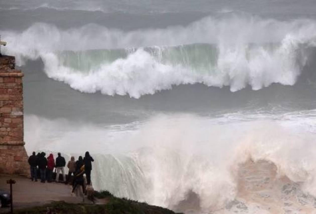 Κύματα ύψους 10 μέτρων σάρωσαν τις βόρειες ακτές της Ισπανίας