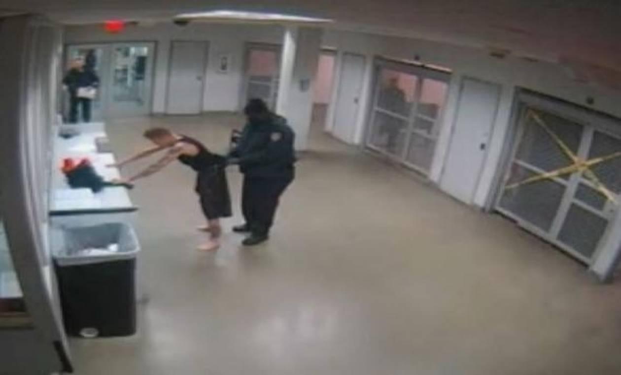 Βίντεο: Ο Τζάστιν Μπίμπερ γυμνός σε αστυνομικό τμήμα!