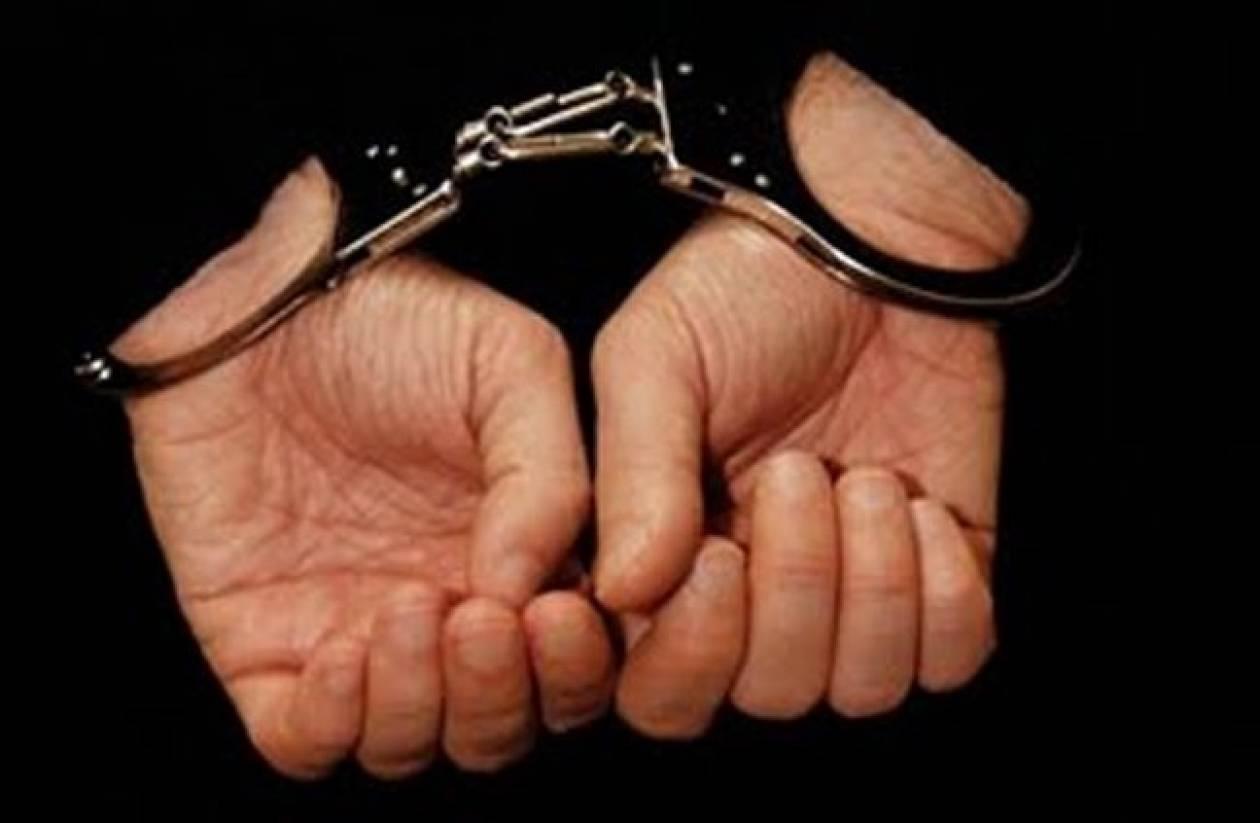 Σύλληψη 39χρονου για όπλα, ναρκωτικά και βεγγαλικά