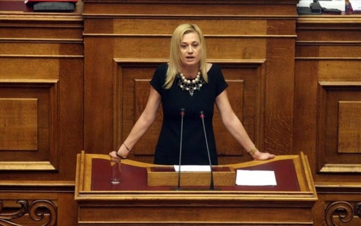 Επεισόδιο μεταξύ Ρ. Μακρή - Γ. Τραγάκη στη Βουλή