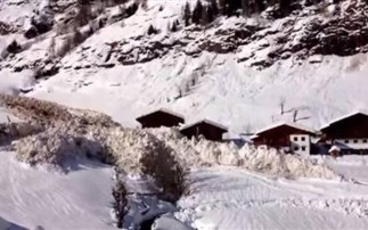 Bίντεο που κόβει την ανάσα: Χιονοστιβάδα σαρώνει τα πάντα και...