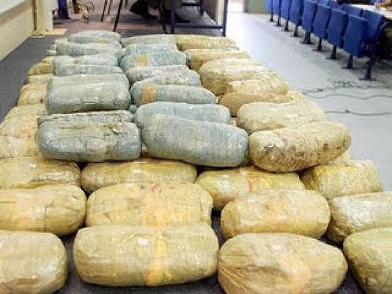 Κατασχέθηκαν 800 κιλά χασίς σε παραλία της Πάργας