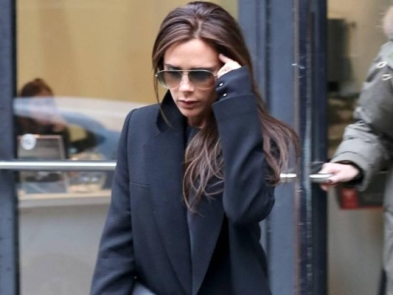 Κι όμως, η Victoria Beckham φοράει flat