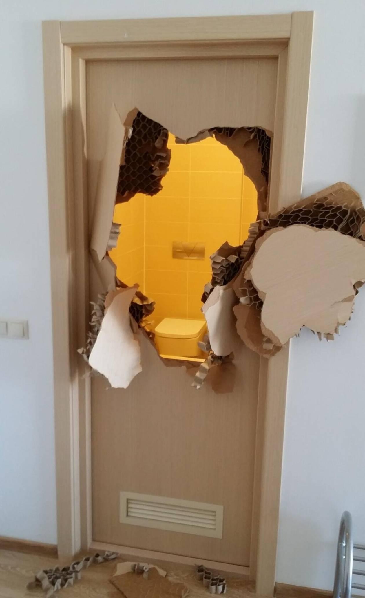 Αθλητής στο Σότσι παγιδεύτηκε στο... μπάνιο και έσπασε την πόρτα!